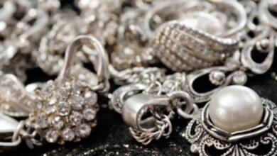 الفرق بين الفضة والذهب الأبيض