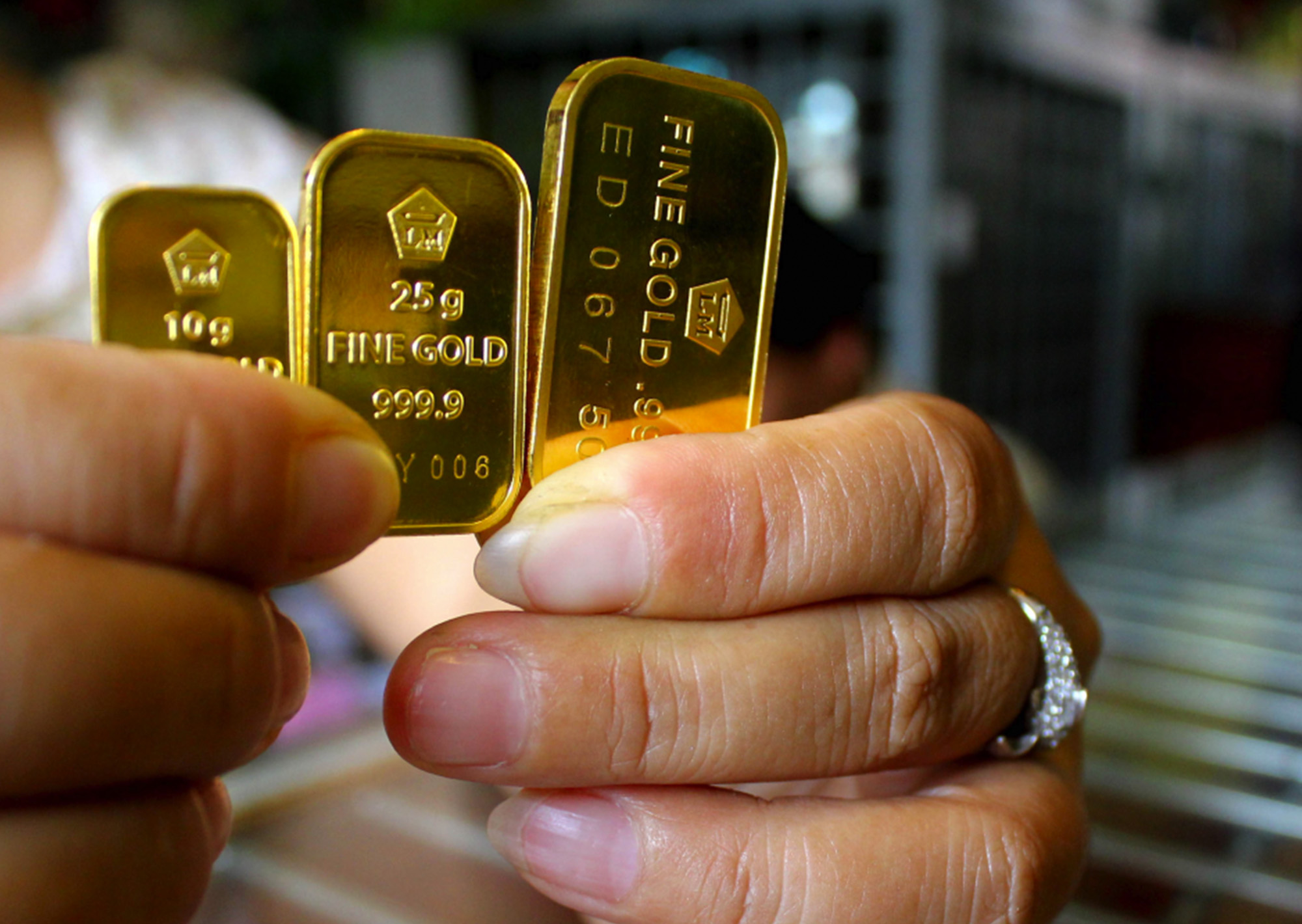 شراء سبائك الذهب من البنك الأهلي التجاري